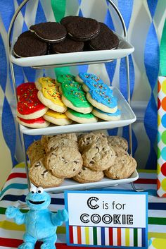 I wish I had of seen some of these ideas when I planned Guy's 1st birthday party (Sesame Street Beginnings)- LOVE the cookie display and the Oscar game!