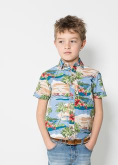 Boy in hawaiian shirt Young Boys Fashion, Little Boy Fashion, Fashion Kids, Hawiian Shirts, Boys Hawaiian Shirt, Bermuda Jeans, Tropical Fashion, Summer Boy, Summer 2016