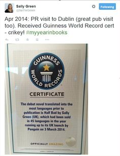 """Este ha sido el año de Sally Green, y buena prueba de ello es el premio Guinness que recibió """"El lado oscuro"""" como la novela debut vendida a más países antes de su publicación: ¡¡¡45!!! Ahora ya son 50. ¿Quieres saber por qué? Lee """"El lado oscuro"""". #Elladooscuro #guinessworldrecord"""