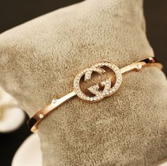 The sterling silver bracelets have been preferred among females. These bracelets are available in different shapes, sizes and styles. Cute Jewelry, Gold Jewelry, Jewelry Box, Jewelry Watches, Gold Bracelets, Gucci Jewelry, Luxury Jewelry, Jewelry Accessories, Fashion Accessories