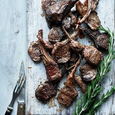 Grillade lammracks med grekiska smaker | Recept ICA.se Bbq Lamb, Lchf, Gluten Free, Yummy Food, Meat, Greece, Food Ideas, Grilling, Glutenfree