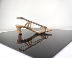 Sandalia tacón bajo con tiras en piel y pitón