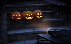 A downloadable Jack-o-lantern Halloween projection to turn your regular pumpkins into singing ones!