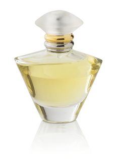 Journey® Eau de Parfum – Journey® Eau de Parfum is a light, sheer floral that attracts the woman who has a zest for living life's adventures, every day. Beautiful top notes like Ice Mint, Watercress and Water Lily are layered above Wild Freesia, Apricot Musk and Beachwood accents.