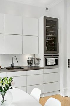 Contemporary Kitchen Ideas – Every person that knows how to cook as well as enjoys to, also knows that it […] Shaker Style Kitchen Cabinets, Shaker Style Kitchens, Kitchen Furniture, Kitchen Dining, Kitchen Decor, Kitchen Organization, Decoration, Sweet Home, Home Decor