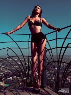 Rashida Jones Is Jaw-Droppingly Gorgeous In New Photoshoot