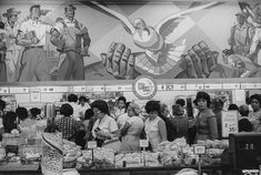 In this former Woolworth store, nationalized, large frescos depict the Cuban revolution. Marc Riboud, World Photography, Photography Awards, L'art Du Vitrail, Chagall, Long Pictures, National Lottery, Become A Photographer, France 3