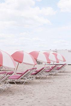Pink and white parasols Pink Beach, Pink Summer, Beach Day, Summer Vibes, Summer Beach, Summer Days, Style Summer, Summer Fun, Beach Aesthetic
