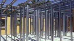 El sistema tiene como criterio dividir la estructura en una gran cantidad de elementos. Las características de los componentes, los perfiles y los distintos tipo de tabiques.
