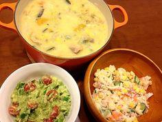 シチューには白菜・南瓜・人参・玉ねぎ・じゃが芋・コーン等余り野菜をたっぷり入れた。サラダはポテトサラダとアボカド・プチトマト・ピーマンのサラダの二種類を、これまた冷蔵庫の掃除的に作りました!! - 21件のもぐもぐ - シャケと帆立の豆乳シチュー by PinkyCherry2012