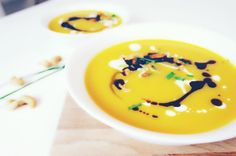 Fall is my favorite seasons. I love the colors this seasons brings with it and I love seeing the vegetables changing in the super- and farmers market! So this recipe is a perfect starter for when the leaves start to turn gold. Yummy Food, Tasty, Pumpkin Soup, Farmers Market, My Recipes, Easy Meals, Healthy, Ethnic Recipes, Soups