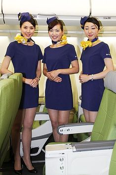 スカイマークは7日、今年5月に導入予定のエアバスA330型機を同社格納庫で報道陣に公開した。従来の席と比べ大型化したグ… Flight Attendant Hot, Airline Uniforms, Fishnet Leggings, 60s And 70s Fashion, Military Women, Girls Uniforms, Cabin Crew, Beautiful Asian Women, Japanese Girl