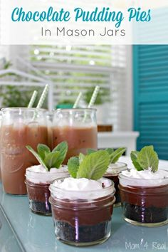 Chocolate Pudding Pies In Mason Jars - Mom 4 Real Chocolate Pie With Pudding, Chocolate Candy Recipes, Chocolate Lasagna, Chocolate Muffins, Mason Jar Meals, Mason Jars, Easy Desserts, Dessert Recipes, Jello Desserts