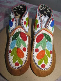 """Vintage Native American Woodlands Chippewa Indian Beaded Moccasins 10"""" Exc Cond"""