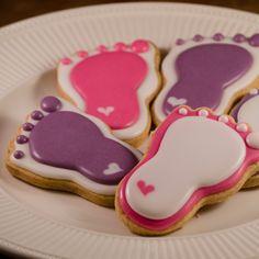 * HAPPY FEET * #cookiesalon #royalicing #royalicingcookies #edibleart #cookie #cookies #cookieart #decoratedcookies #customcookies #designercookies