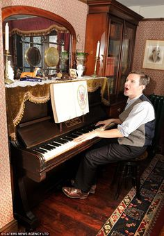 Living in the past: Man spends six years turning cottage into Victorian time capsule- A good old sing-song: The Victorians loved nothing more than to stand around the piano and entertain themselves Victorian Parlor, Victorian Bedroom, Victorian Kitchen, Victorian Interiors, Victorian Cottage, Victorian Terrace, Victorian Decor, Victorian Homes, Vintage Homes