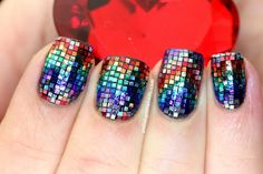 Polish All the Nails: This is What 640 Pieces of Glitter Looks Like On One Hand