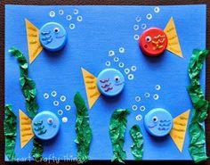 Bichinhos feitos com formas de docinhos de aniversário e tampas de garrafa pet.   Tudo lindo e colorido para deixar a aprendizagem mais d...