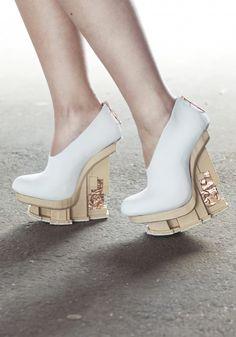 Chris van den Elzen and Judith van Vliet collaboration on the EXCIDIUM shoe collection, which incorporates 3D-printed wooden heels. #3Dprinting #Fashion #Heels