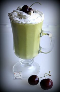Velvety smooth, creamy and delicious is this healthy and gluten-free, paleo-friendly Avocado Smoothie or Shake. Avocado Shake, Avocado Cream, Avocado Smoothie, Smoothie Drinks, Protein Meal Replacement, Meal Replacement Shakes, Ginger And Honey, Shake Recipes, Protein Shakes