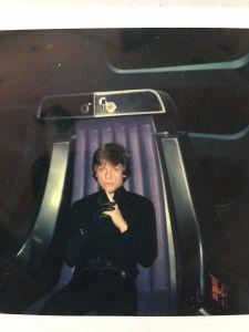 Mark Hamill goofing off behind the scenes of Star Wars Episode VI The Return of the Jedi Star Wars Pictures, Star Wars Images, Saga, Mark Hamill, Famous Movies, Iconic Movies, Luke Skywalker Dark Side, Series Dc, Jokes