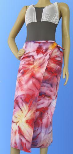 Esta saia envelope também pode ser usada como saída de praia e canga, em crepe e com estamparia manual (pintada à mão). Tamanho 95 (altura) x 145 (largura) cm.  Produto  disponível, ref 506     WhatsApp: +55 (21) 99799-3686  #estamparia manual #estampariaartesanal #handmade #modafeminina tecido/ fashion/ diy/ style/ beach/ couture/ femme/ tecido/ fashion/ tissus/ mode