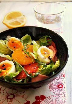 Knjiški Moljac u špajzu: Salata sa citrusima, sušenom ćuretinom i jajima