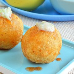 This kachori is crunchy with the combination of potato, sabudana flour and stuffed with coconut and raisins.