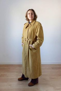 Mustard vintage trench coat with belt cotton mac raincoat trench coat unisex trench coat long coat size M - L. by MaletaVintageClothes Clothing Items, Vintage Clothing, Vintage Outfits, Vintage Fashion, Etsy Vintage, Vintage Shops, 80s Outfit, Look Vintage
