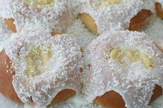 Disse skolebollene faller garantert i smak hos alle. Sweet Bread, Doughnut, Bread Recipes, Donuts, Vanilla, Sweets, Baking, Buns, Desserts