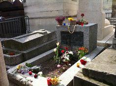 Pere-Lachaise Cemetery (Cimetiere du Pere-Lachaise): tomba di Jim Morrison