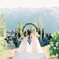 10 Spring Wedding Themes That Are In Bloom For 2019 in Spring Wedding Themes - Wedding Party Ideas Wedding Videos, Faux Flowers, Plan Your Wedding, Wedding Themes, Spring Wedding, Unique Weddings, Bridal Style, Perfect Wedding, Wedding Ceremony
