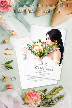 Our simple white frame and photo bridal shower invitation can be personalized quickly and easily. So you are right on trend. It combines classic elements, an ornate frame and the photo into a romantic ensemble. Your words are in discreet font and are particularly effective on the white frame. For design adjustments or bespoke products, don't delay to contact me.