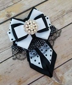 VINTAGE BOW BROOCH BLACK AND WHITE HANDAMDE