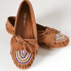 DIY Beaded Moccasins Tutorial at iLoveToCreate