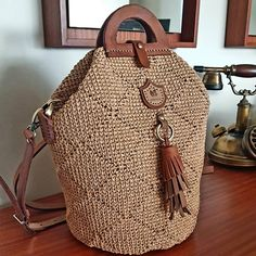 Crochet Handbags, Crochet Purses, Jute Bags, Crochet Basics, Dressmaking, Bucket Bag, Purses And Bags, Backpack, Crochet Patterns