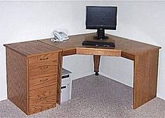 Computer corner desk plans Includes planning to build your own corner computer desk Pins about corner Desk ideas hand picked by Pinner Andrea Woodworking Desk Plans, Woodworking Basics, Woodworking Furniture, Furniture Plans, Woodworking Projects, Woodworking Videos, Woodworking Joints, Woodworking Classes, Woodworking Logo