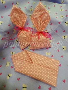 Handmade Christenning or babyshower favors made of cotton fabric with dots!! #paninaoneira