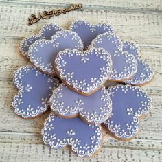 Find best ideas / inspiration for Valentine's day cookies. Get the best Heart shaped Sugar cookies for Valentine's day & royal icing decorating ideas here. Fancy Cookies, Iced Cookies, Cute Cookies, Cupcake Cookies, Sugar Cookies, Cookies Et Biscuits, Cupcakes, Heart Cookies, Owl Cookies