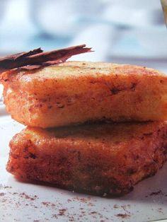Torrijas de bizcocho. Ver receta: http://www.mis-recetas.org/recetas/show/36154-torrijas-de-bizcocho