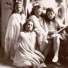 The Romanov sisters in the Mauve Boudoir at Alexander Palace (L to R): Anastasia, Maria, Olga, and Tatiana Nikolaevna. Tatiana Romanov, Anastasia Romanov, Familia Romanov, Romanov Sisters, Princesa Real, House Of Romanov, Alexandra Feodorovna, Tsar Nicholas, Imperial Russia