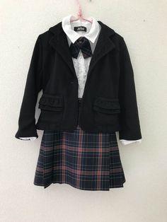 size110㌢ セットアップ スカート リボン ジャケット (ブラウス) 制服メーカーで生地しっかりした素材です ジャケットはノーブランド JENNIのブラウスは一部ほつれがありますので参考商品としております。ご希望があればお付けします。 ボタンは3枚目の写真のものになります。 入学式や卒園式などに。