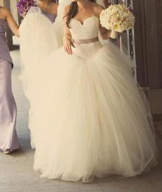 Love! that dress is gorgeous! :)
