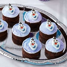 Click to get all the cool details to decorate your own Frozen Olaf brownies!