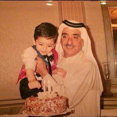 Mohammed bin Maktoum en brazos de su padre, Maktoum bin Rashid bin Saeed Al Maktoum. Vía: Abdulla-Al-Amiri (alain10000)
