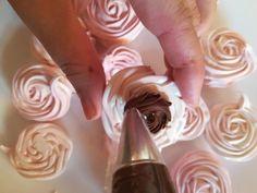 Snehové pečivo s čokoládovou plnkou, recepty | Tortyodmamy.sk Eclairs, Icing