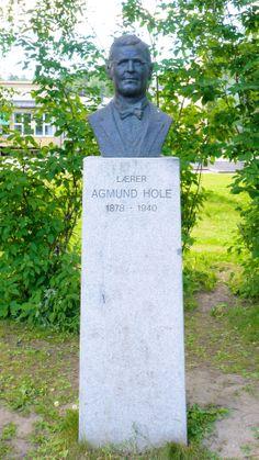 """Agmund Hole"" av Erik Tandberg (?) (1929 - 2007) Agmunds Holes minnepark ved Blomhaug skole"