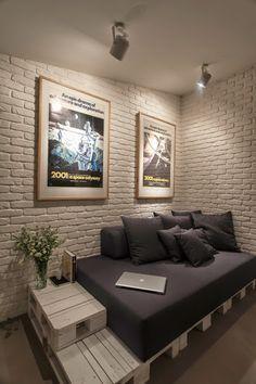 Muebles hechos con palets en un apartamento con toque masculino | Decorar tu casa es facilisimo.com