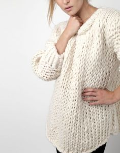 Oversized sweater pattern free Make yourself a super cosy oversized sweater this fall with one of these free sweater knitting patterns for women. Knitting Kits, Sweater Knitting Patterns, Knitting Designs, Knitting Sweaters, Easy Knitting, Chunky Knit Sweaters, Free Chunky Knitting Patterns, Chunky Wool, Knitting Tutorials