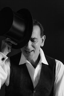 """TG Musical e Teatro in Italia: Gennaro Cannavacciuolo è """"Yves Montand. Un italien..."""